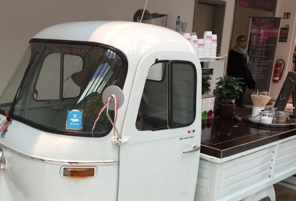 Mobile Espressobar im Kölner Zoo.